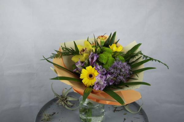 buchet de flori multicolor mixt